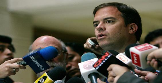 Parlamentarios entregan su apoyo al jugador de Colo Colo Carlos Muñoz