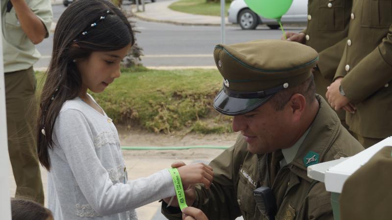 Carabineros entrega pulseras identificadoras para niños en La Serena ... 50abc1f7aba