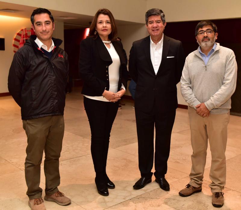Raúl Campos, Historiador; Angélica Funes, Directora Regional de SERNATUR; Percival Madero, Gerente de empresas Madero y Cristian Riffo, Director La Voz del Norte.cl.