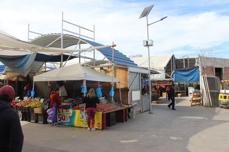 3df4fbea1e475 Feria de Abastos de Coquimbo se moderniza y utiliza iluminación con energía  solar